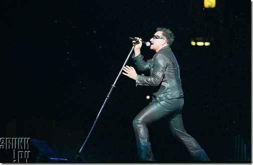 "U2 представили черно-белый клип на сингл ""Invisible"""