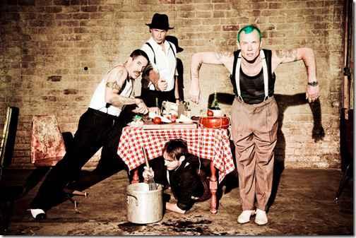 Ударнику Red Hot Chili Peppers Чеду Смиту (Chad Smith) надоело то, что ему постоянно указывают на внешнее сходствос Уиллом Ферреллом (Will Ferrell)