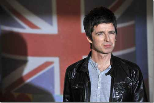 British singer-songwriter Noel Gallagher poses on the red carpet as he arrives for the BRIT Awards 2012 in London on February 21, 2012.     AFP PHOTO / BEN STANSALL (Photo credit should read BEN STANSALL/AFP/Getty Images)